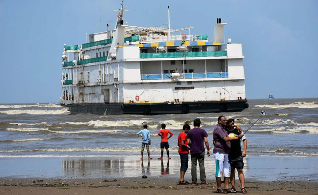 Newest floating casino in Goa runs aground Miramar beach