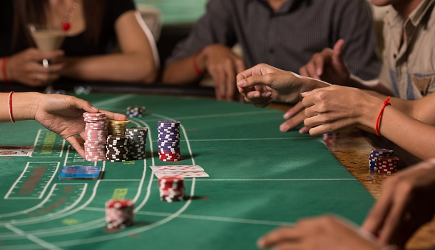 Baccarat Dealer admits to helping Players Cheat Casino out of $1 Million
