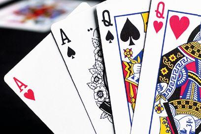 Pelaa pokeria yhtiota vastaando